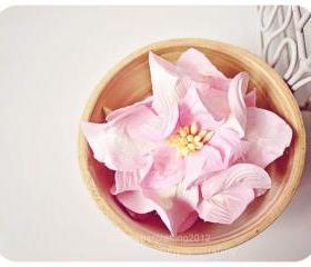 2 Gardenia Big paper flower light pink / pack